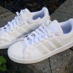 Adidas cloudfoam sneakers size 5.5